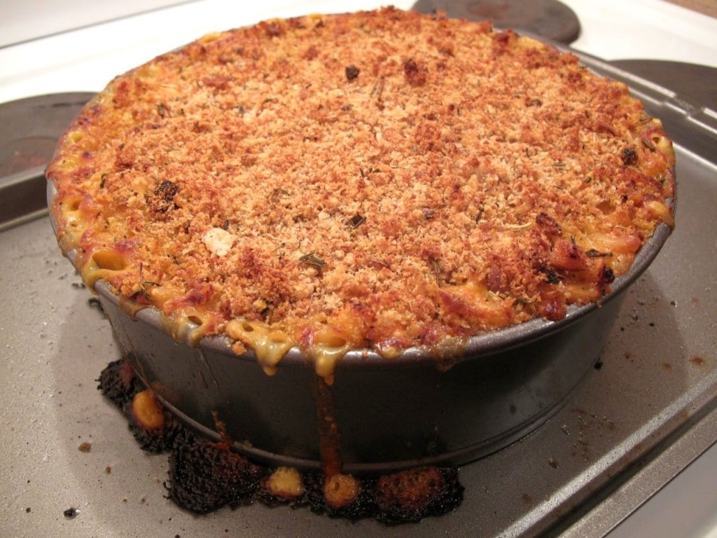 This Pulled Pork Mac and Cheese looks so good you can almost smell it!