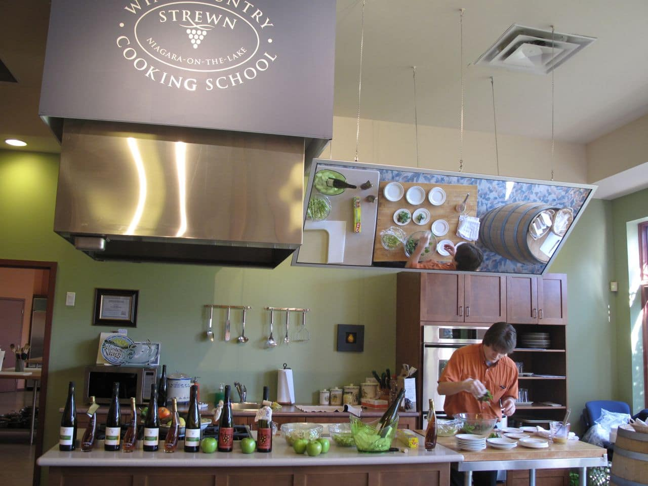 Niagara on the Lake Wineries: Strewn Winery offers a tasting room, cooking school and restaurant.