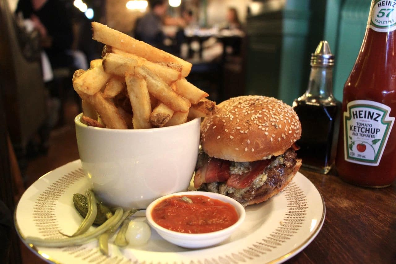 Yorkville Restaurants: The Oxley Public House serves one of Toronto's best burgers.