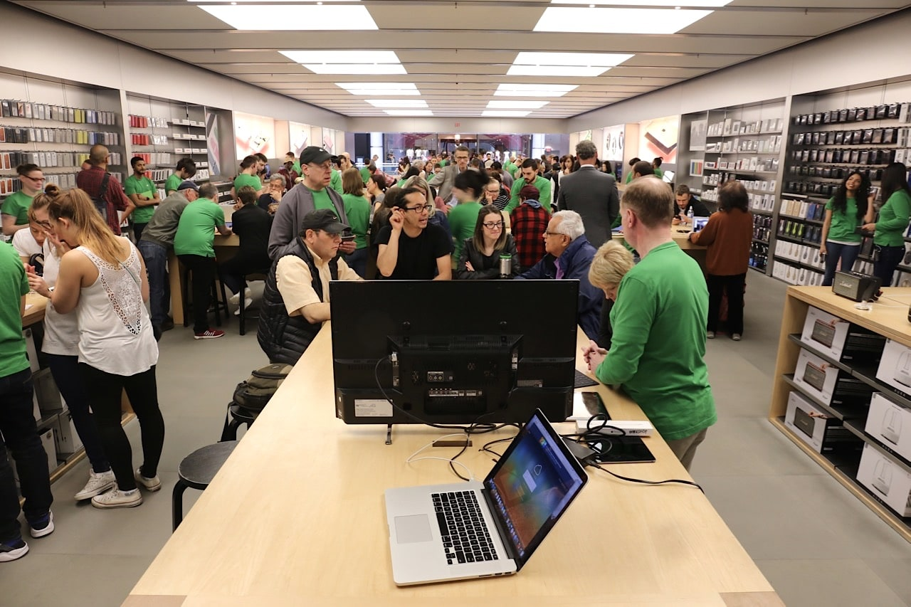 Book a free accessibility workshop at Apple Store to learn how to use tech for visual impairment.
