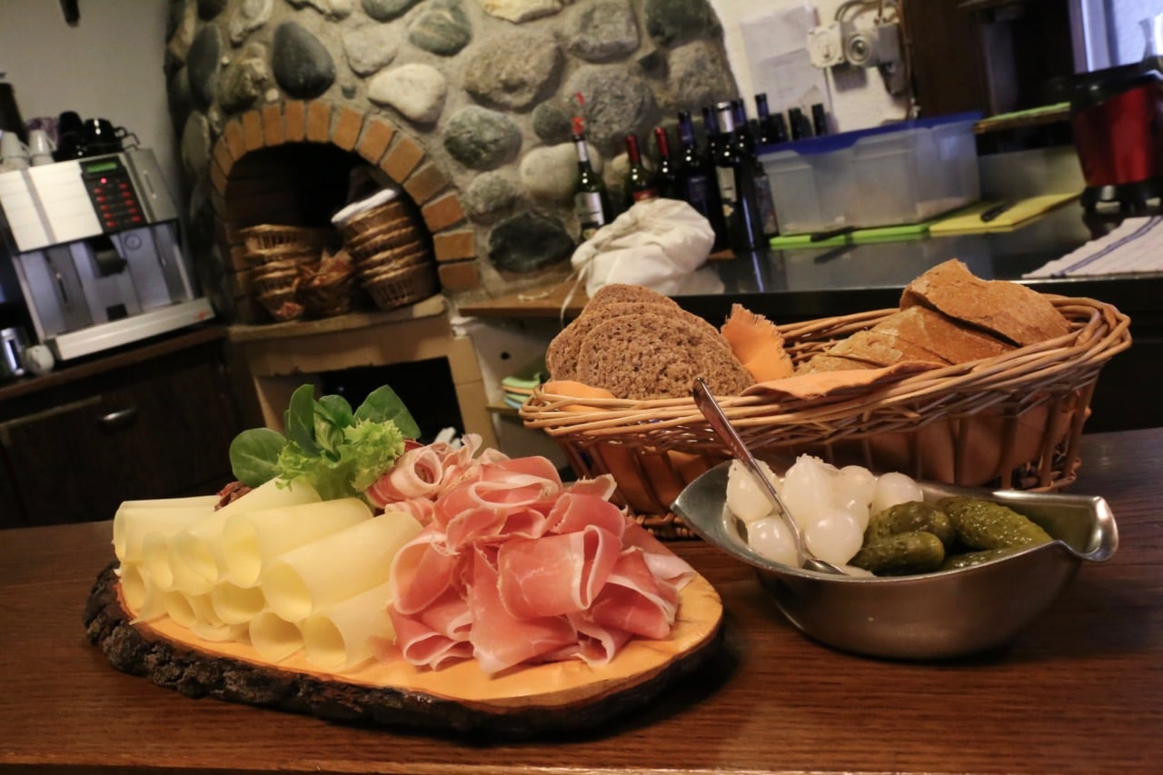 Walliserteller: Cheese, cured meats and bread served at Alpine resorts.