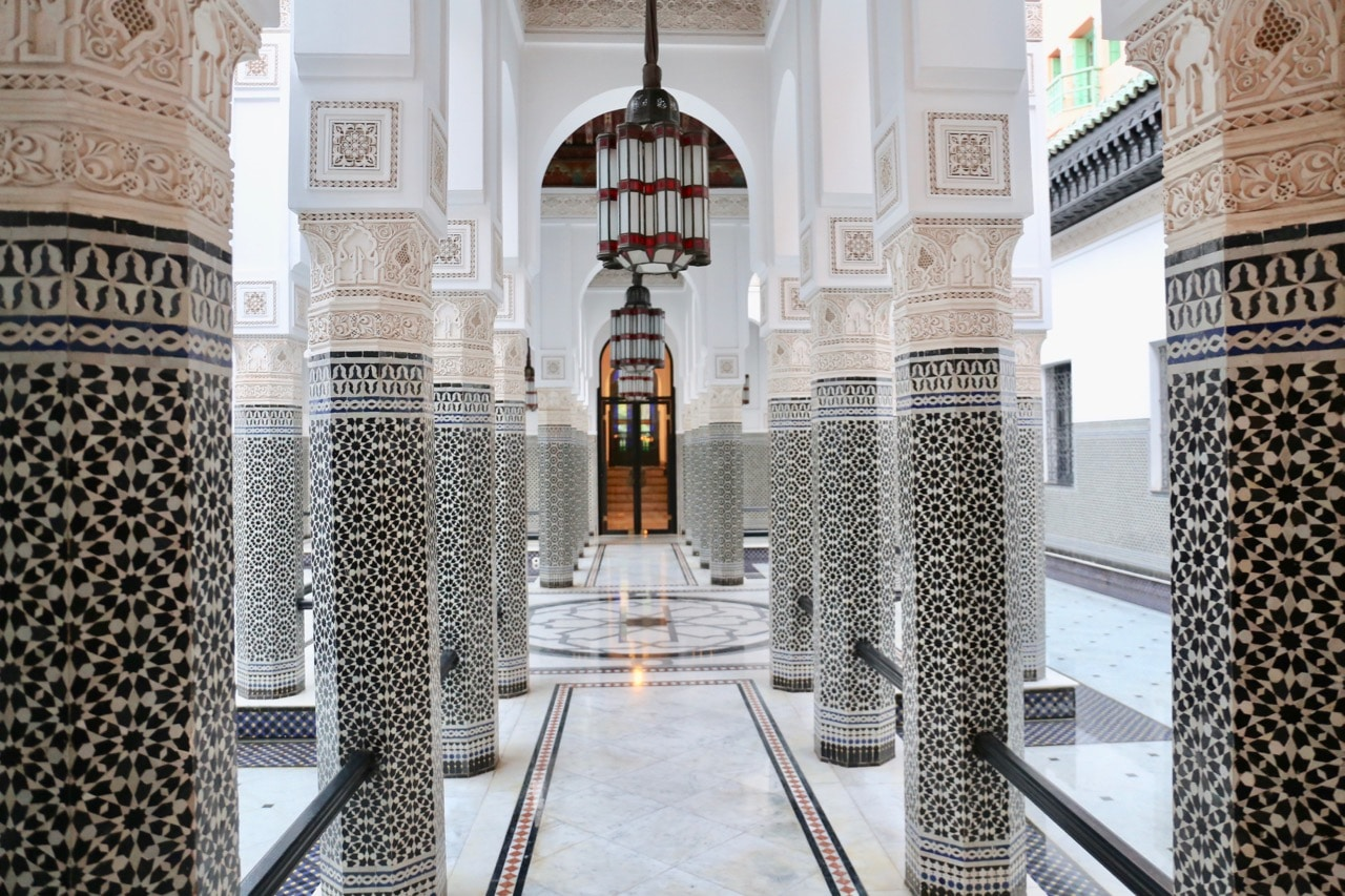 Wedding photographers photograph romantic couples within La Mamounia's beautiful interiors.