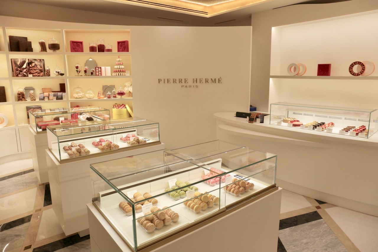 Pierre Hermé is a French pastry shop located in the hotel's lobby.