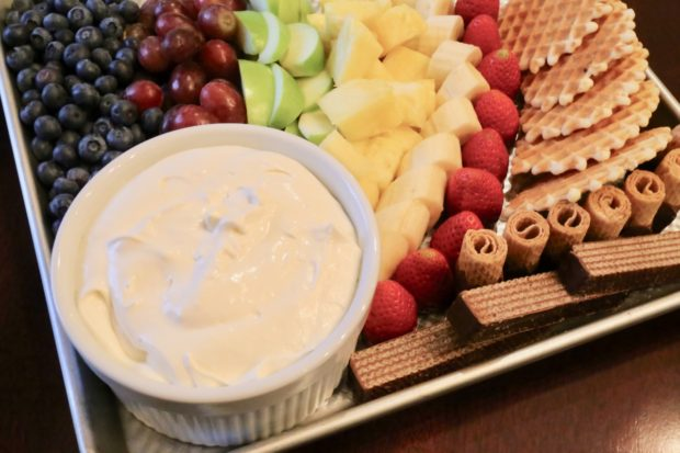 How To Make Easy Marshmallow Fluff Fruit Dip