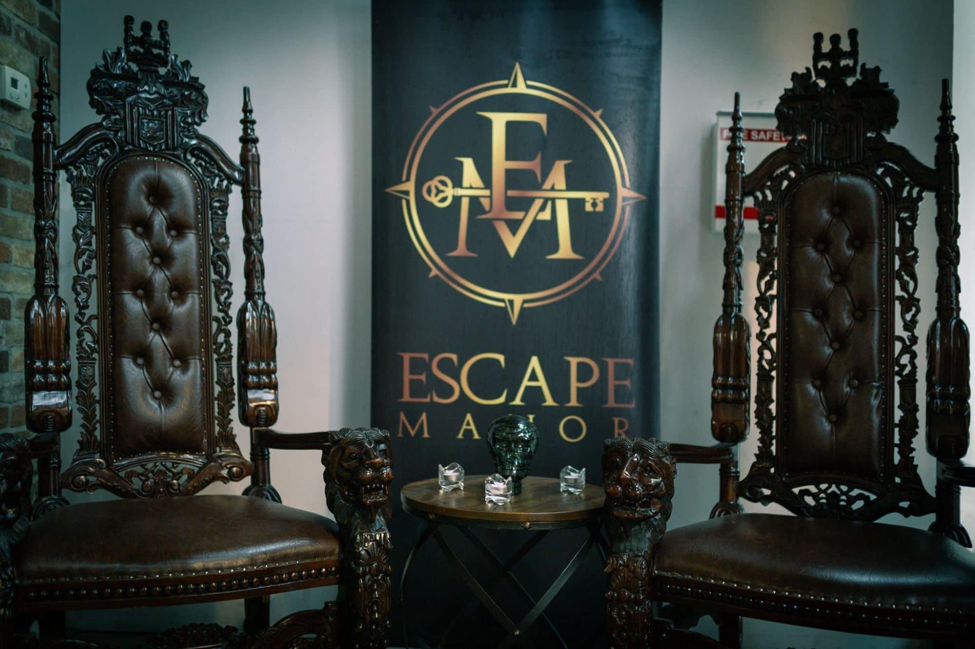 Toronto Escape Rooms: a pair of thrones at Escape Manor.