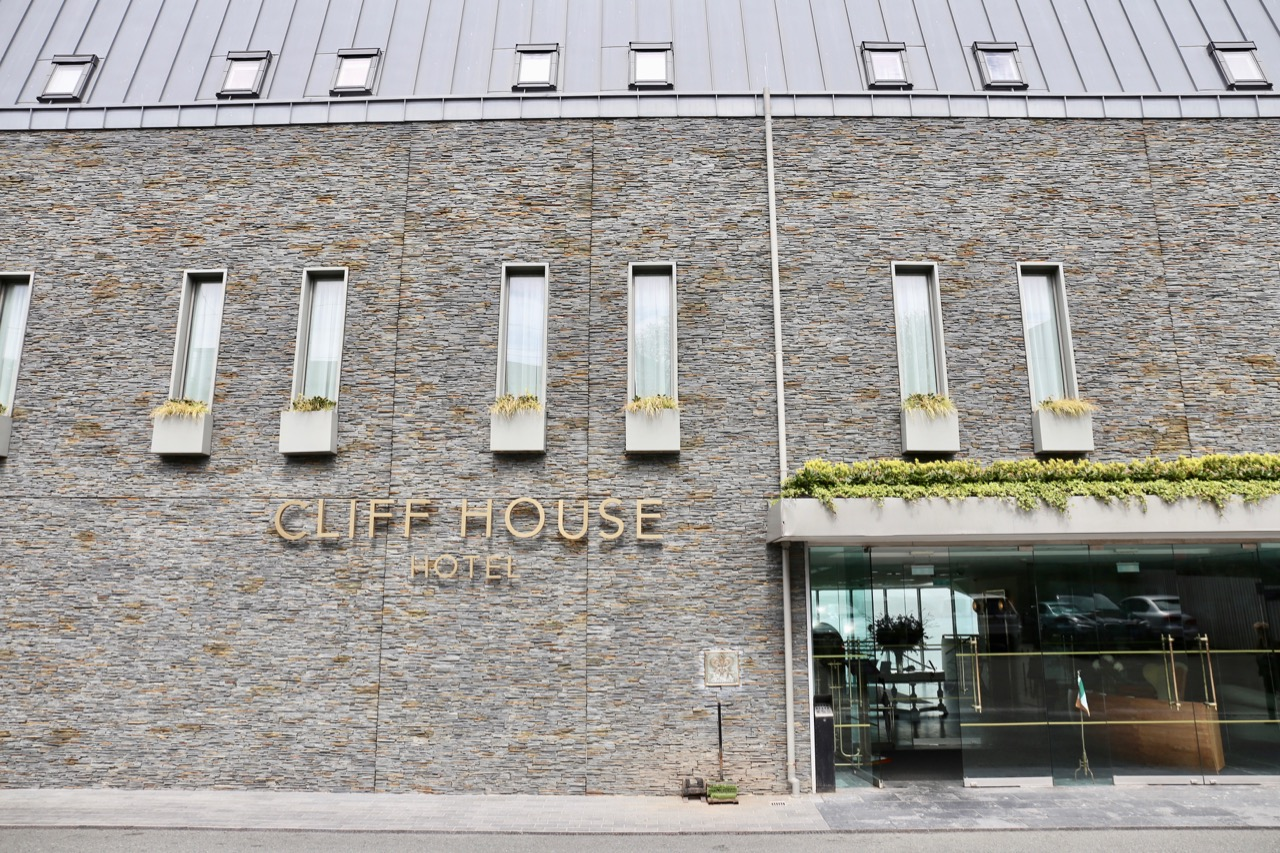 The main entrance at Cliff House Ardmore.