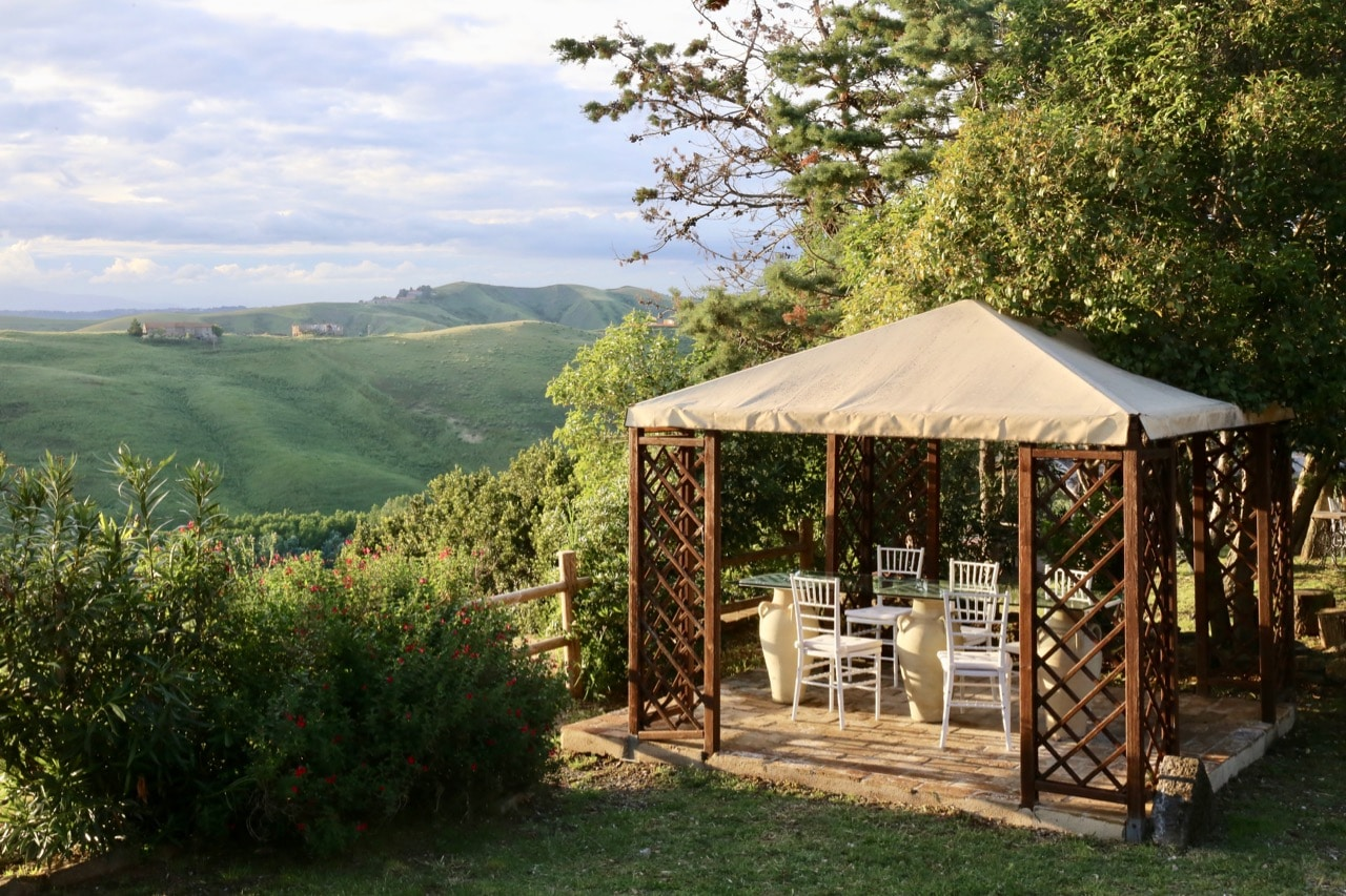 Enjoy a romantic Tuscan dinner with a view at Fattoria Lischeto in Volterra.