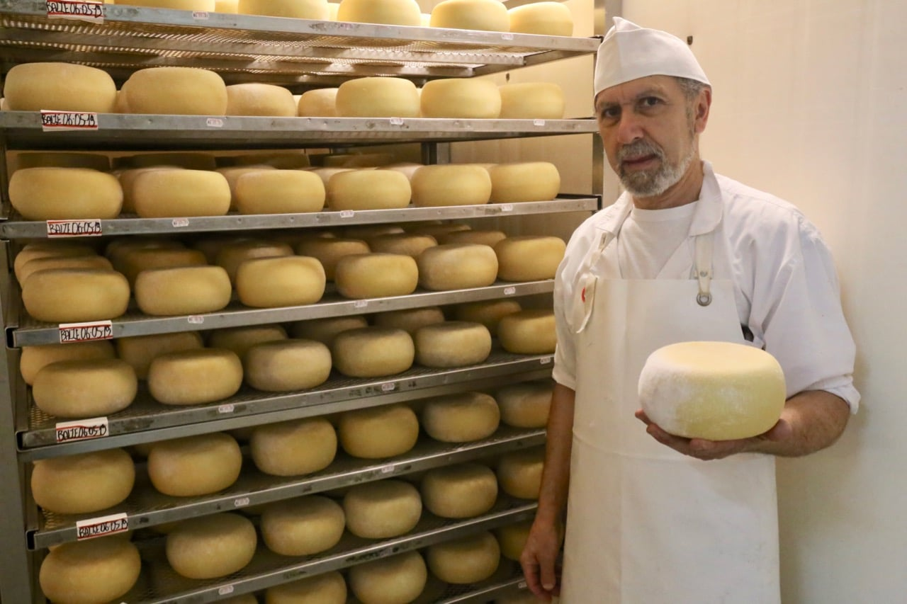 Fattoria Lischeto is the best Agriturismo Volterra for cheese lovers.