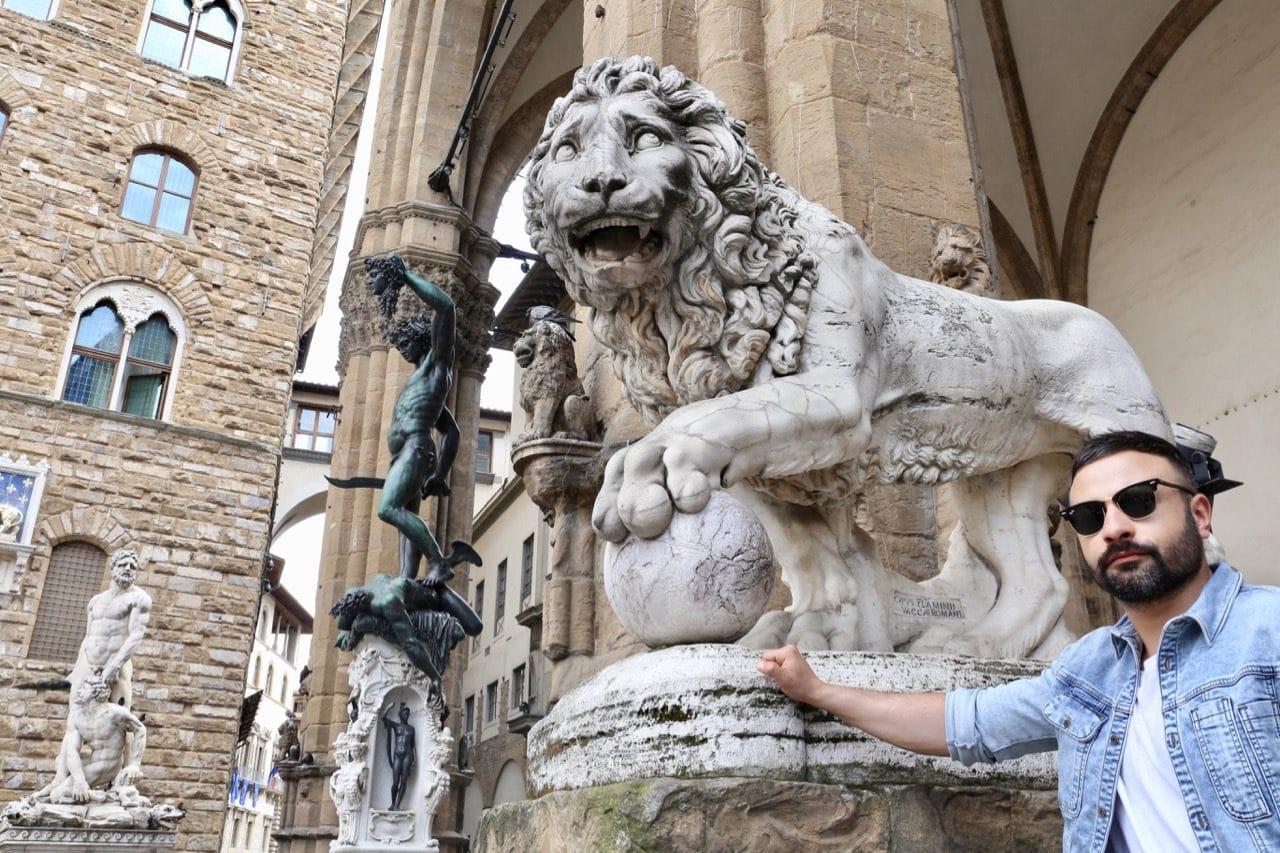 Enjoy a free Renaissance sculpture tour at Loggia dei Lanzi.
