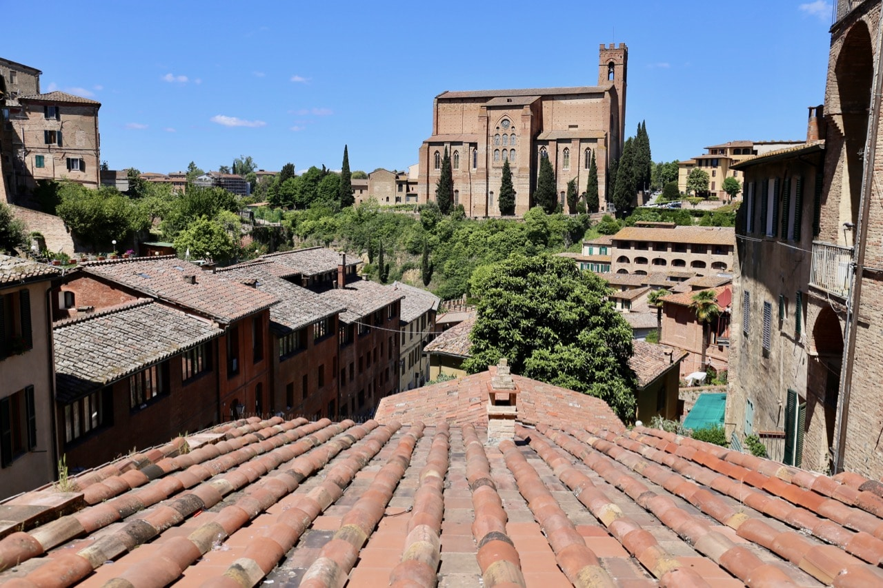 Take a tour of Basilica di san Domenico.