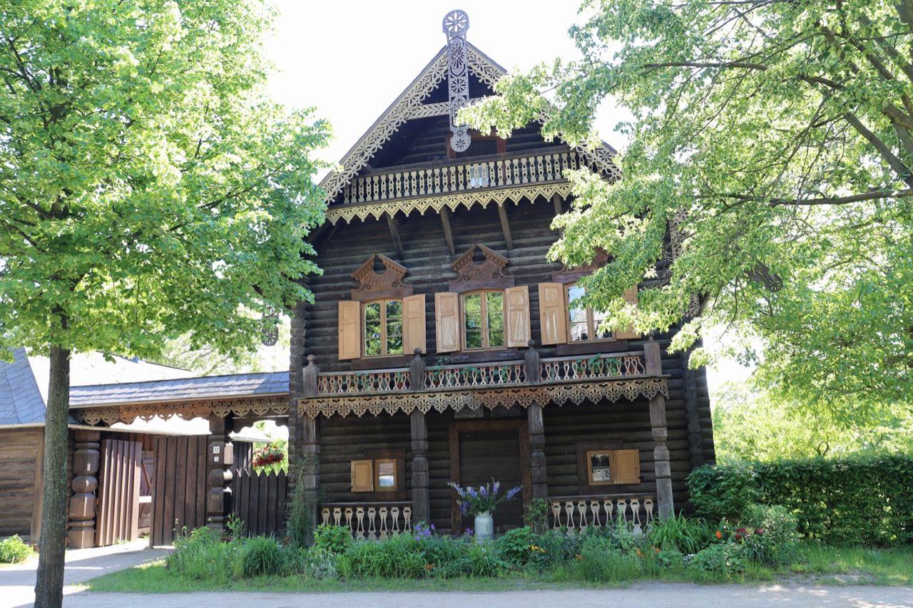Learn about Potsdam's Russian community in Alexandrowka.