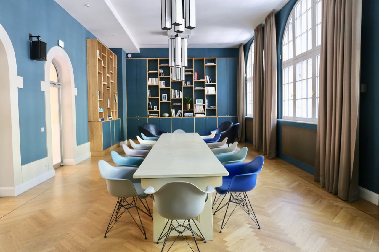 A stylish meeting room at Hotel Oderberger Berlin.
