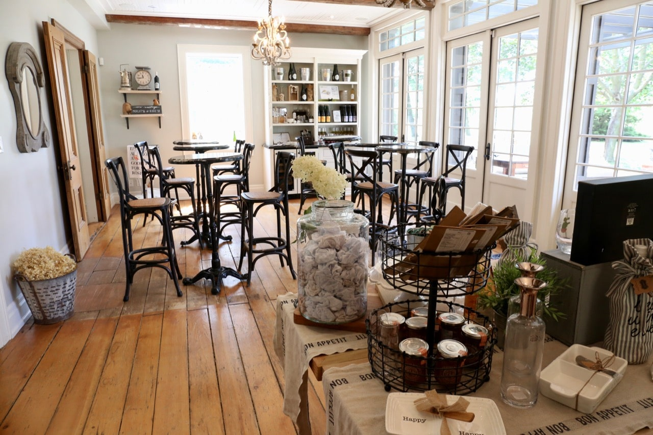 Beamsville Wineries: Kew Vineyards offers a tasting room, which opens onto an outdoor patio.