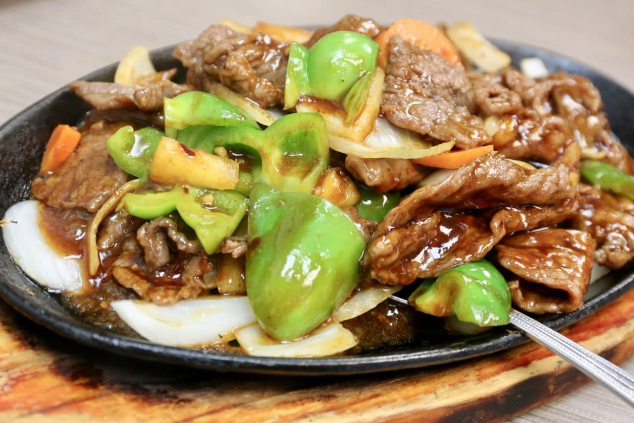 Swatow Toronto's signature menu item is its Sizzling Beef Platter.