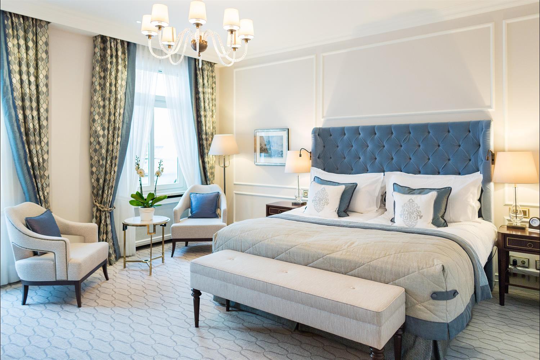Fairmont Hotel Vier Jahreszeiten offers chic suites in gay Hamburg.