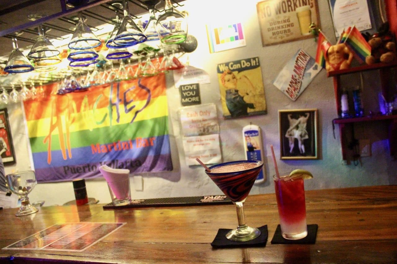 Gay Bars Puerto Vallarta: Apache's proudly serves the cheapest drinks in Zona Romantica.