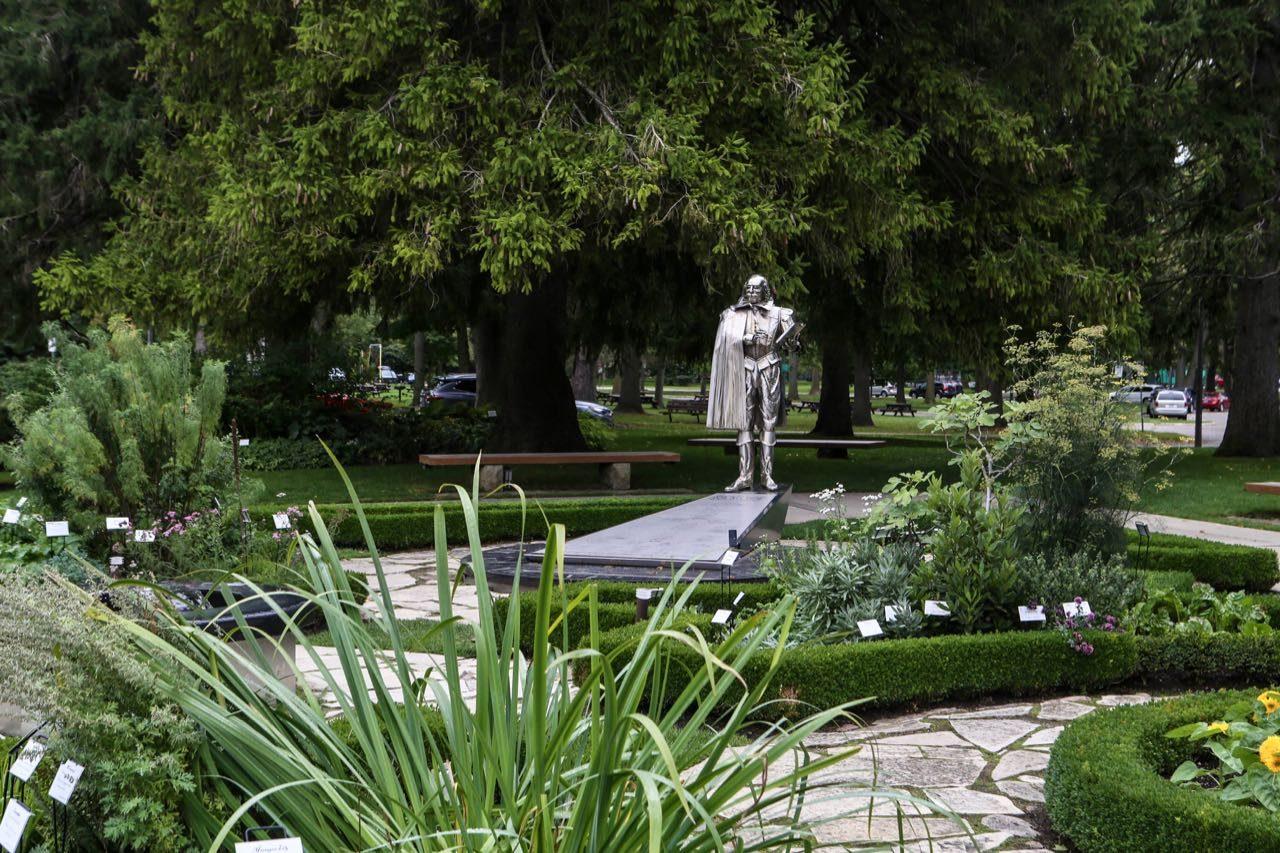 Things to do in Stratford Ontario: Skip through the gorgeous Shakespearean Gardens.
