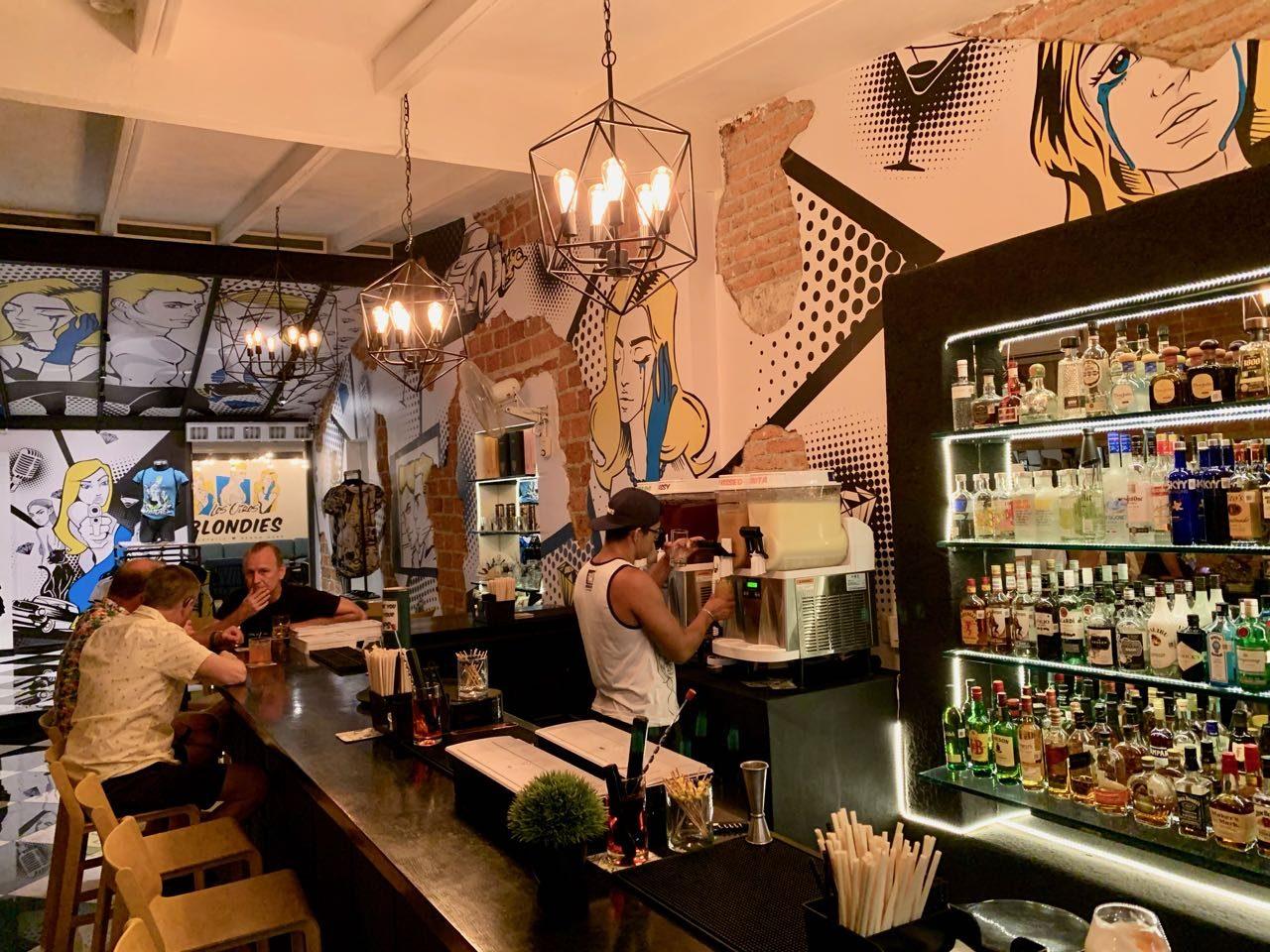 Gay Bars Puerto Vallarta: Blondies serves boozy slushies in a cartoon pop art interior.