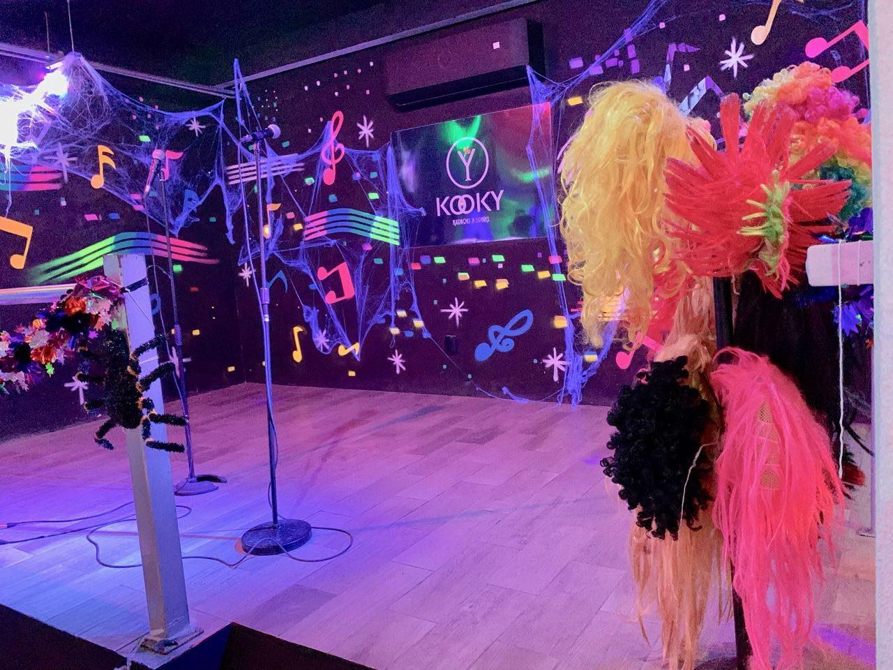 Gay Bars Puerto Vallarta: Sing your heart out at Kooky Karaoke.