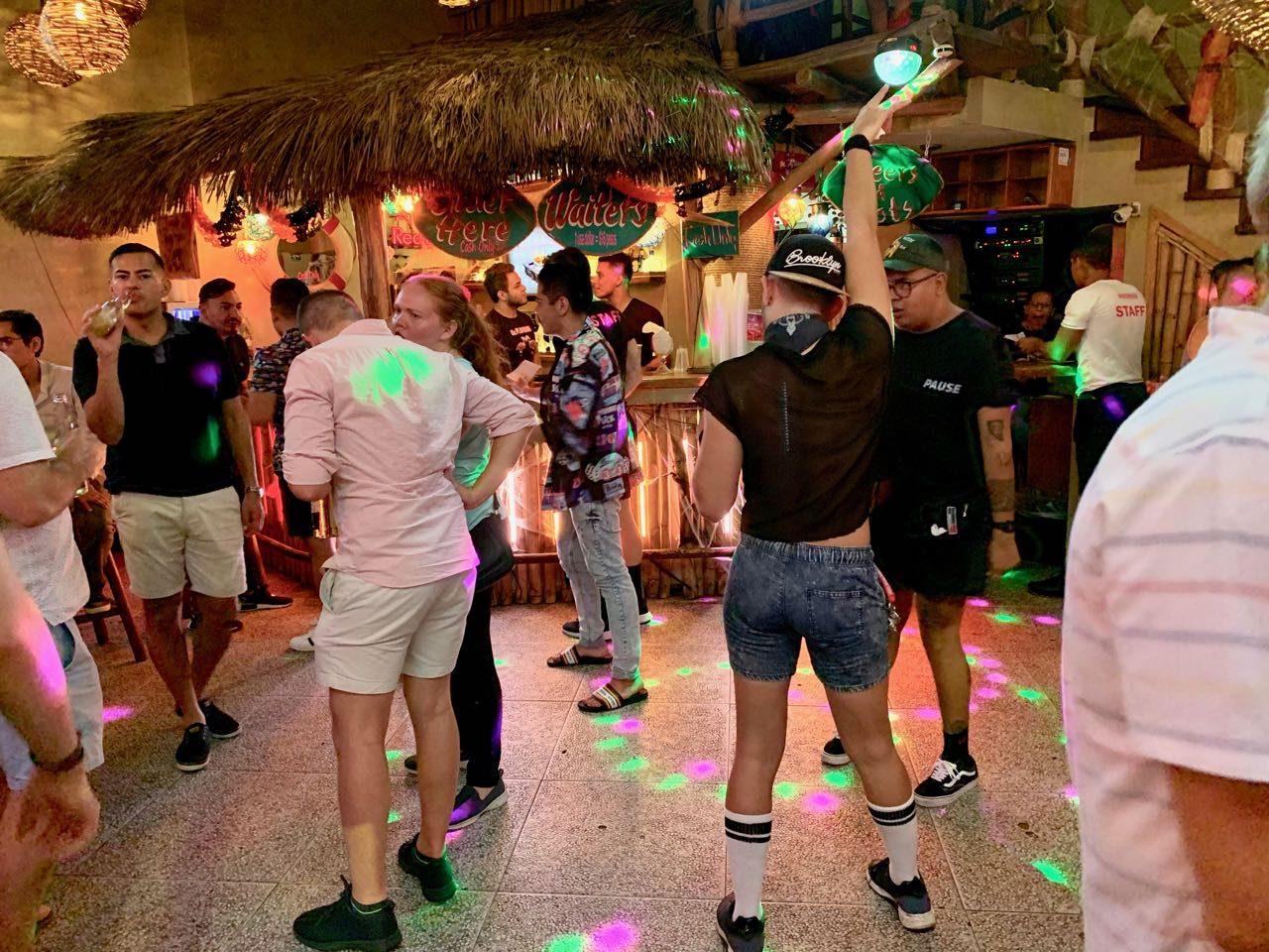 Gay Bars Puerto Vallarta: Start the evening at Mr. Flamingo.