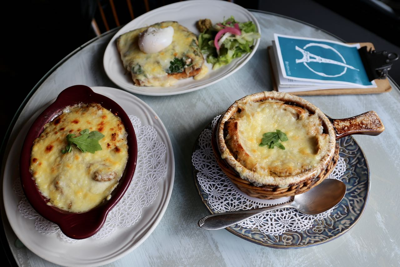 Oakville Restaurants: La Parisienne Creperie serves French brunch in Bronte Village.