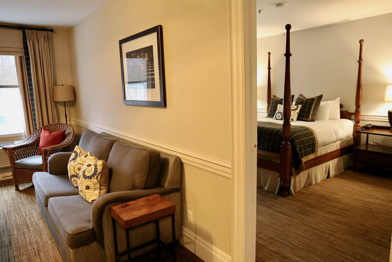 Niagara on the Lake Hotels: Pillar and Post Inn offers spacious suites, spa and restaurant.