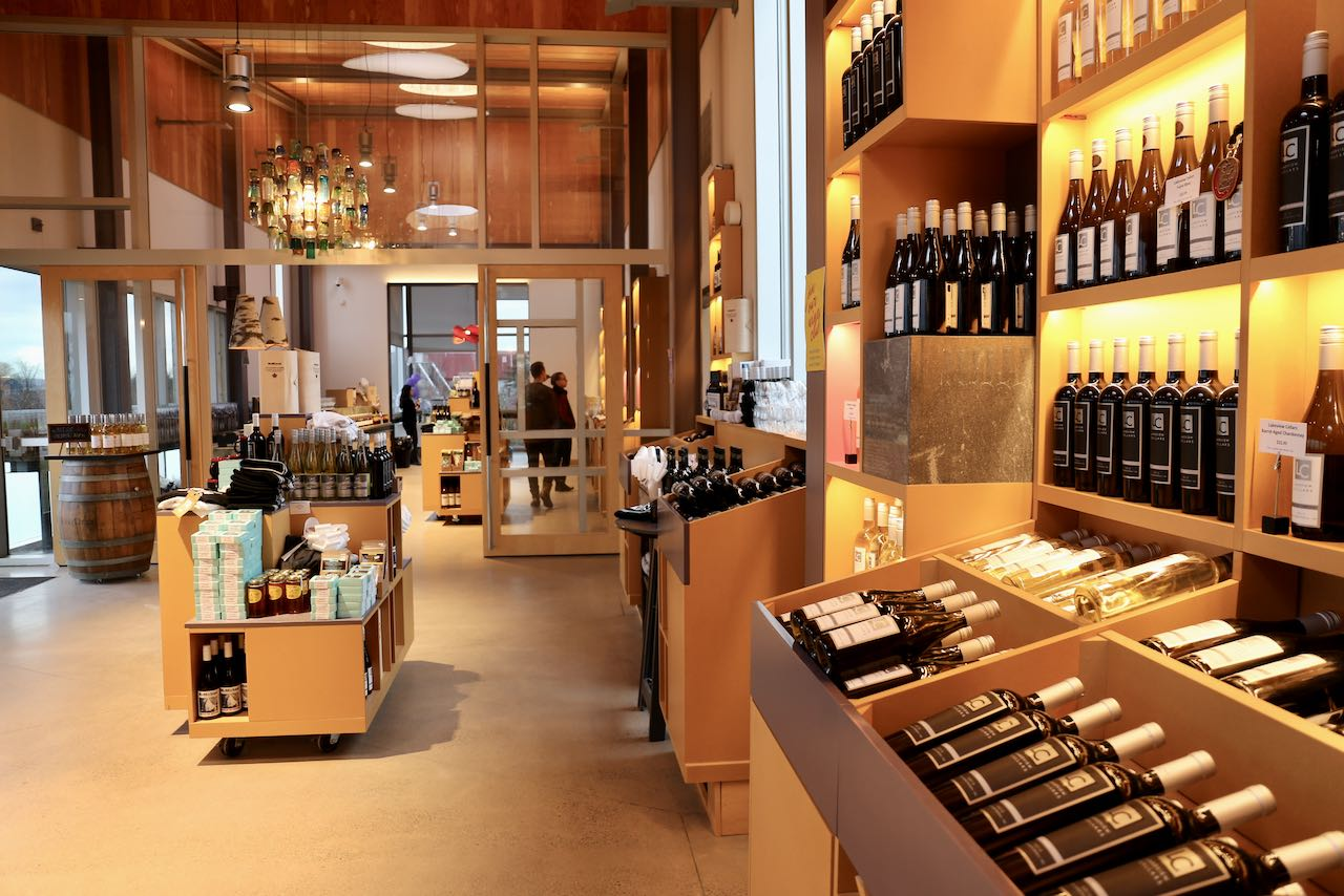 Niagara on the Lake Wineries: Stroll the retail shop at The Lakeview Wine Co.