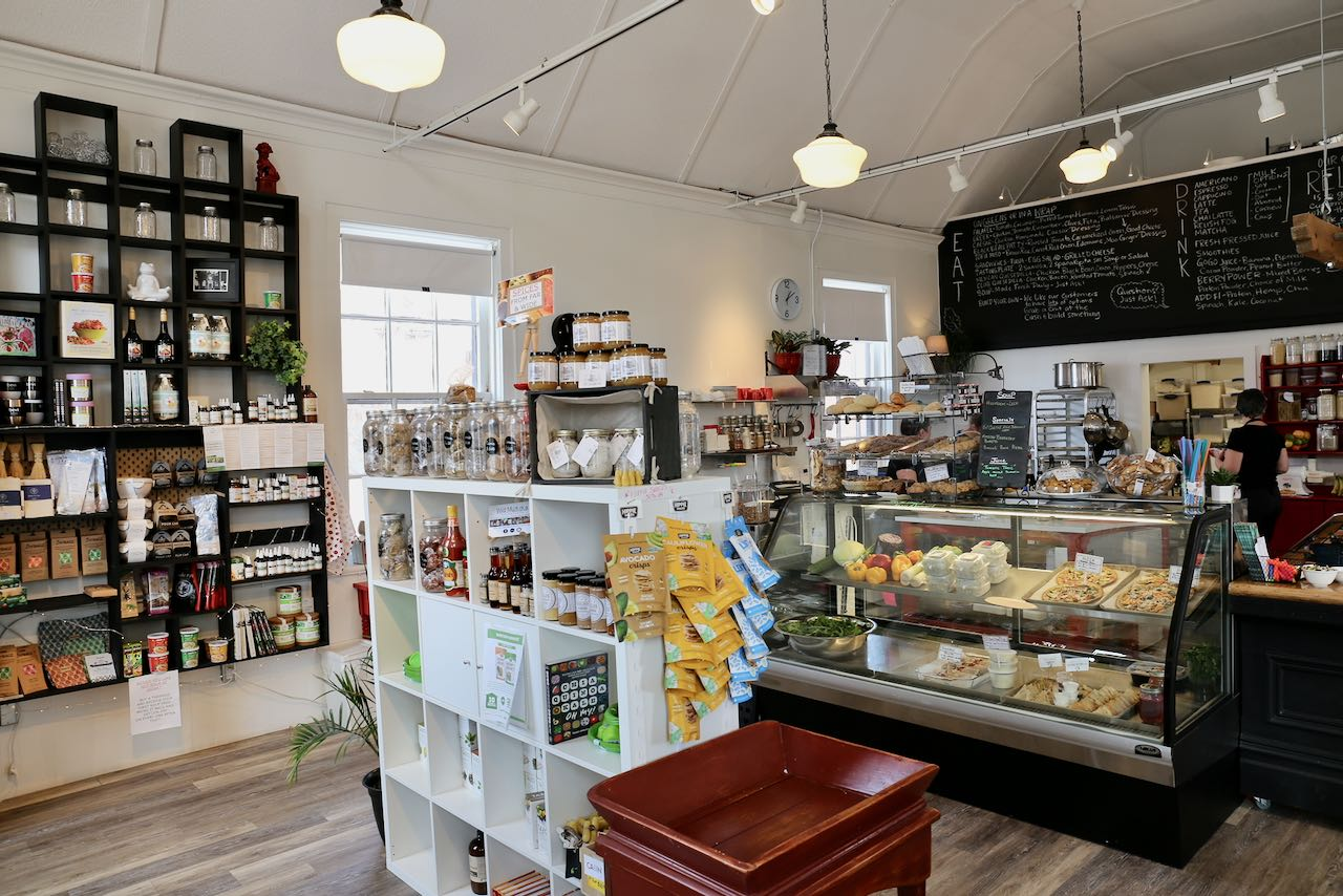Relish is a casual Gravenhurst restaurant and cafe serving salads, wraps, sandwiches and pastries.