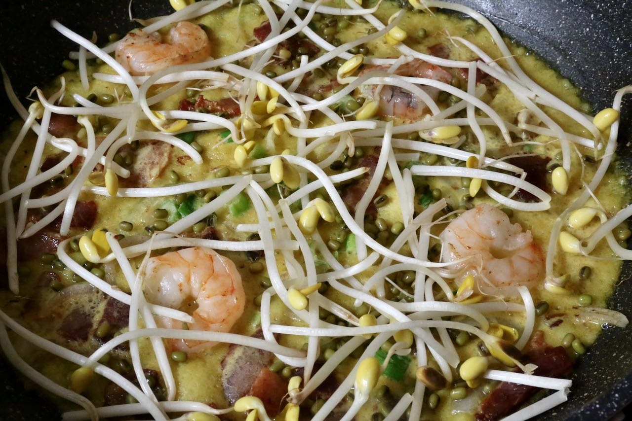 Vietnamese Crepe Step 3: Top with mung beans and bean sprouts then cover and let steam for 2-3 minutes.