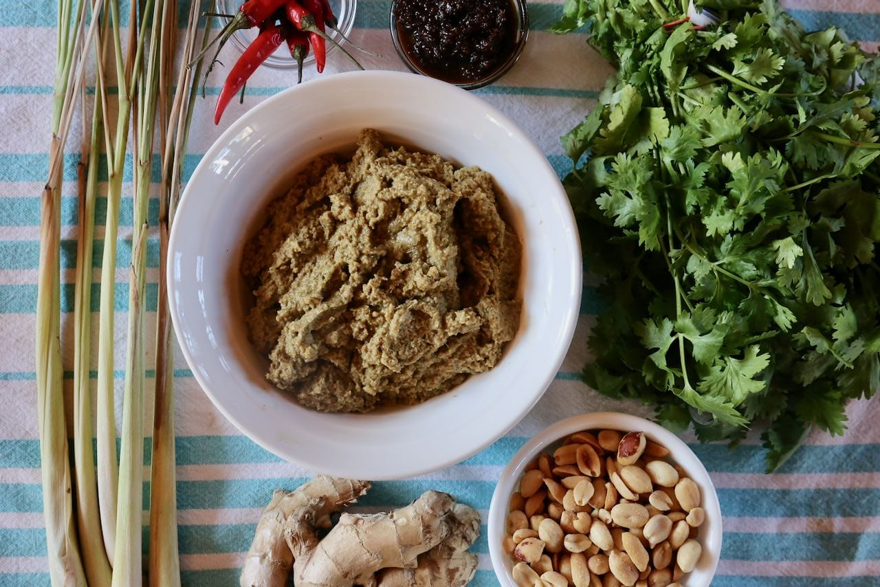 Gaeng Masaman Curry Paste is made of lemongrass, ginger, peanuts, cilantro, chili ands spices.