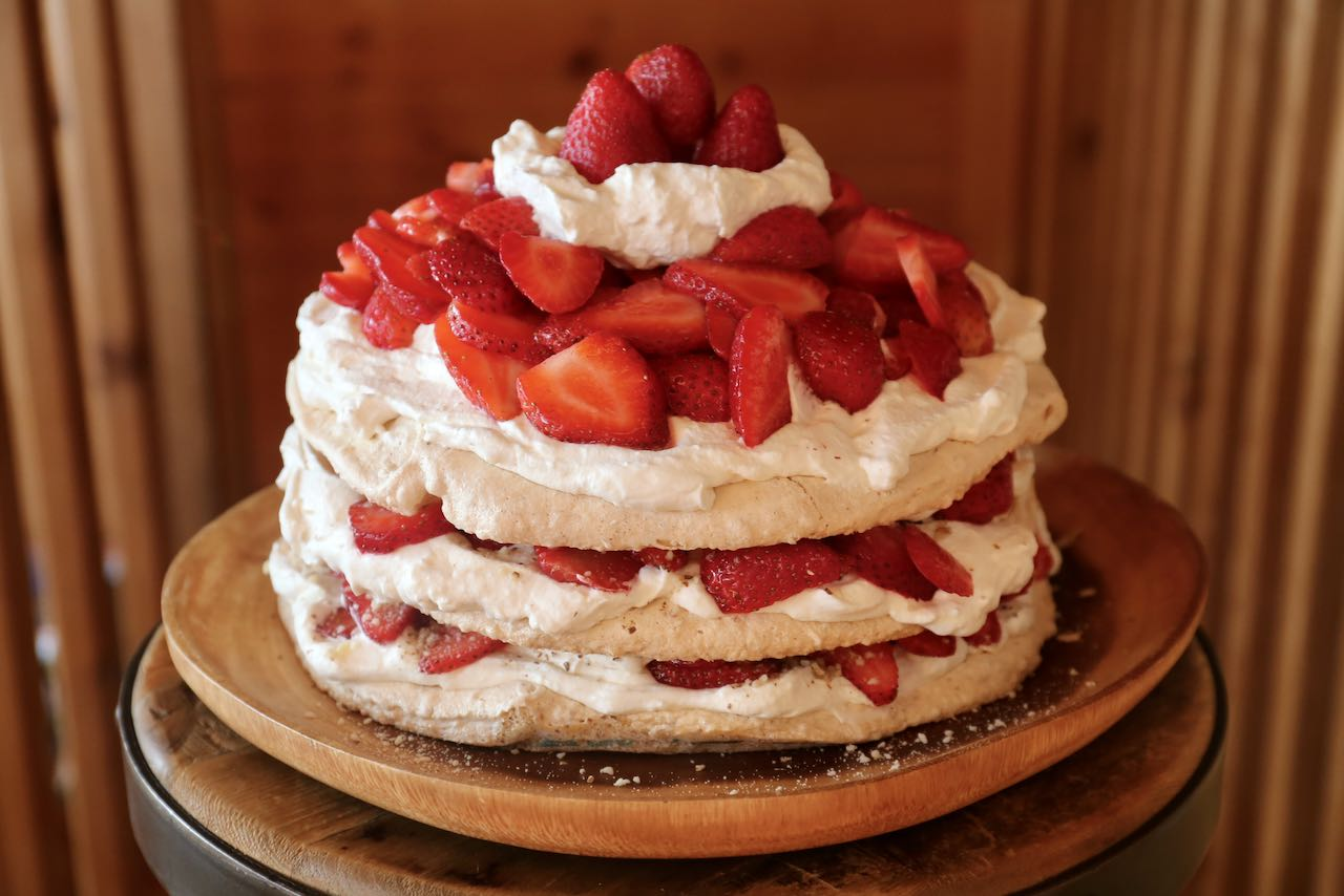 Jordgubbstårta Recipe: Gluten Free Swedish Strawberry Meringue Cake
