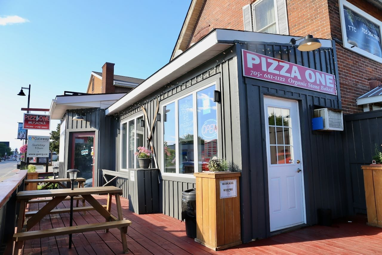 Take Out Gravenhurst Restaurants: Pizza One serves the city's best pizza.