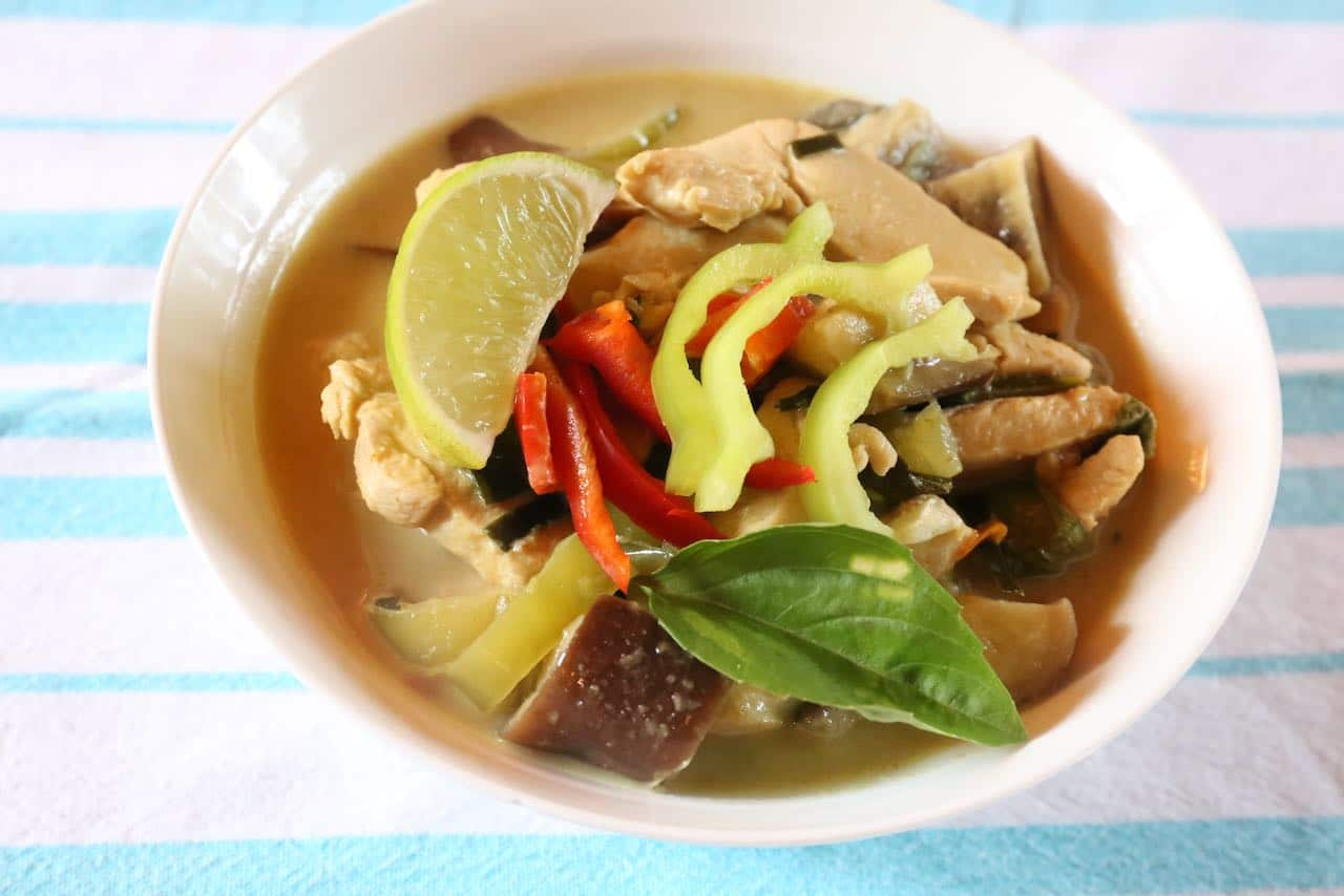 A bowl of Gaeng Keow Wan makes for a great lunch or dinner.
