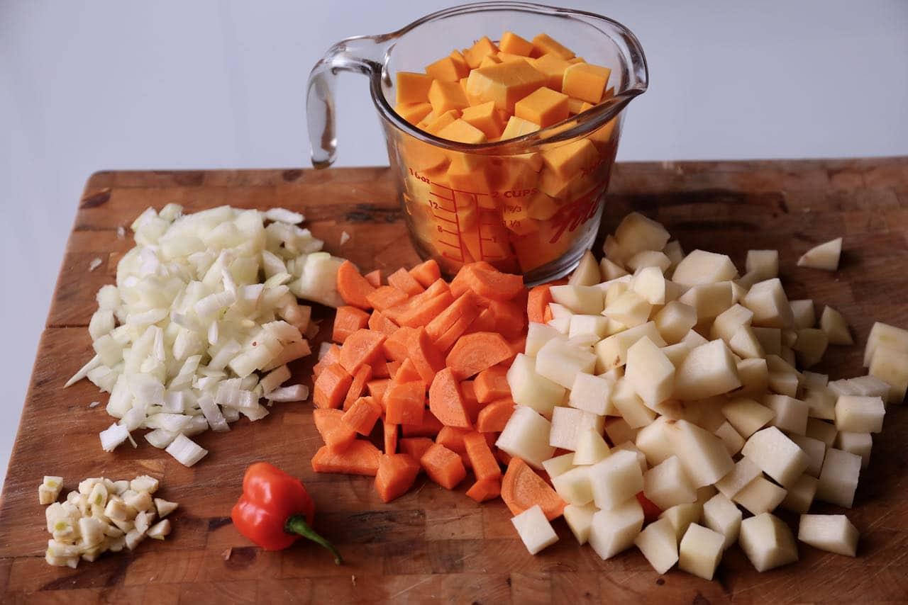 Chop garlic, onion, carrot, potato and pumpkin.