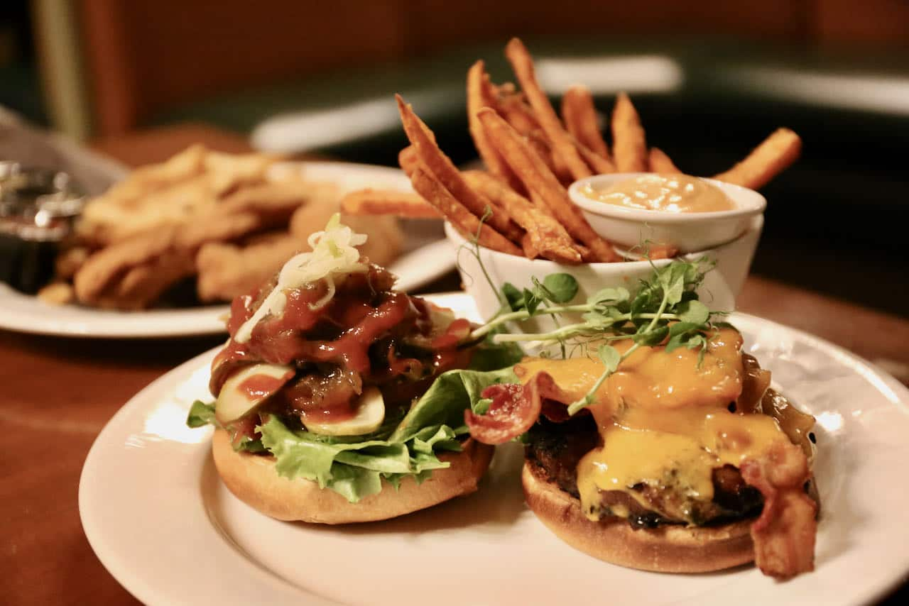 Huntsville Restaurants: Maple Pub at Deerhurst Resort offers casual dishes like burgers and chicken fingers.
