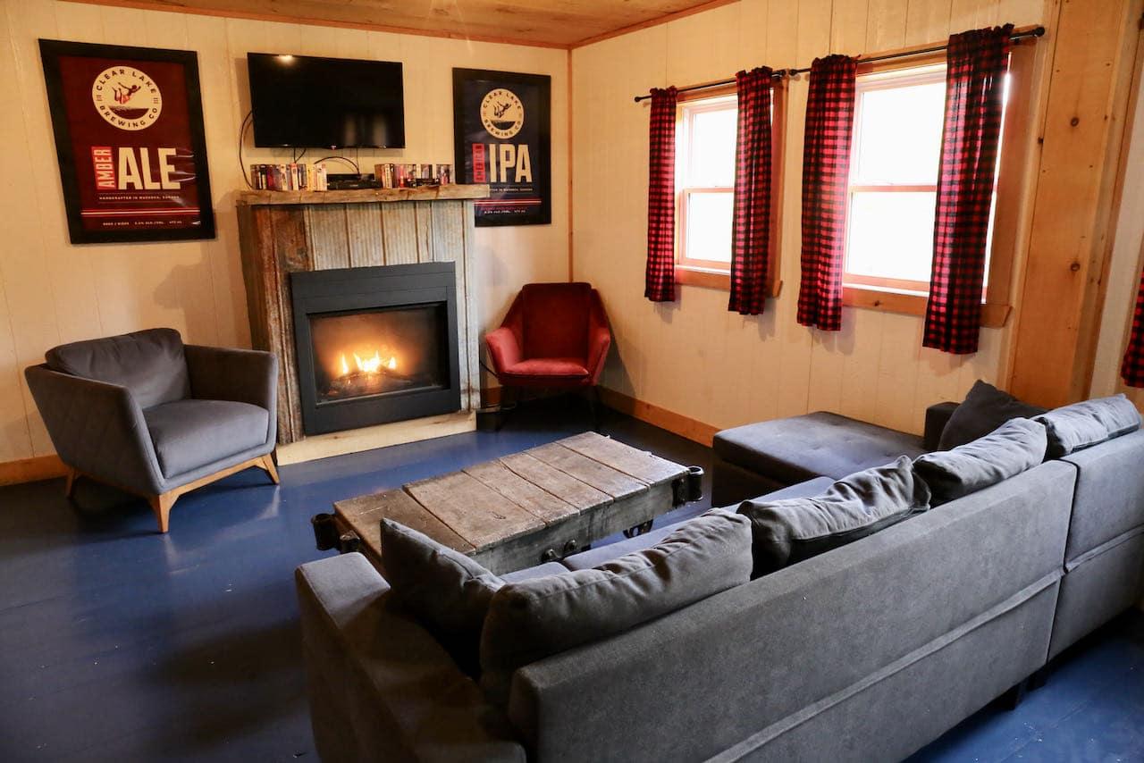 Best Muskoka Hotels: A cozy cabin interior at Muskoka Beer Spa in Port Carling.