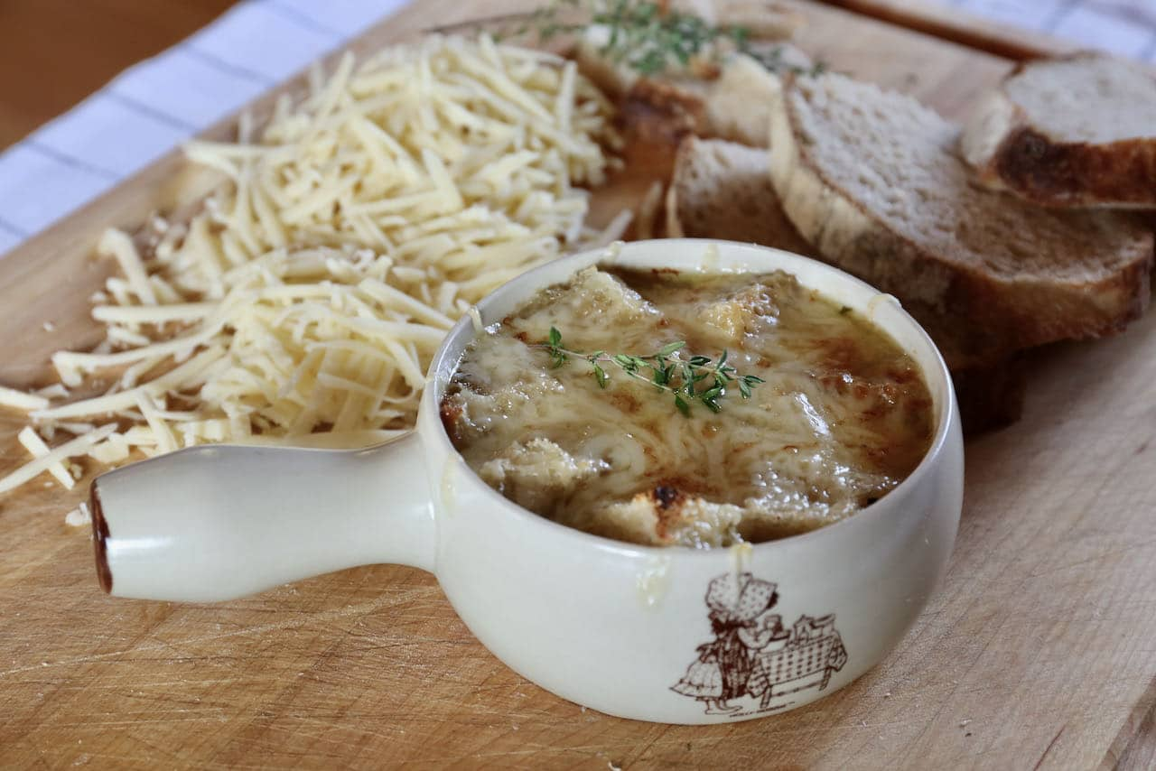 Easy Healthy Vegetarian French Onion Soup Recipe
