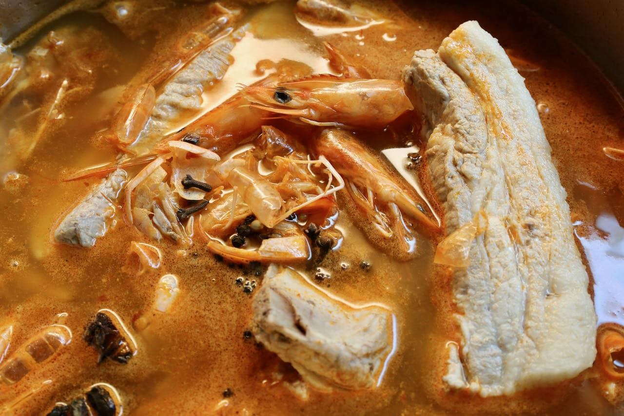 Our Hokkien Mee recipe features a flavourful shrimp and pork broth with spices.