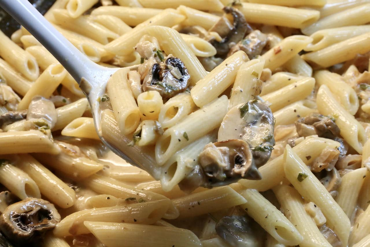 Toss your favourite al dente pasta with the warm cream sauce.