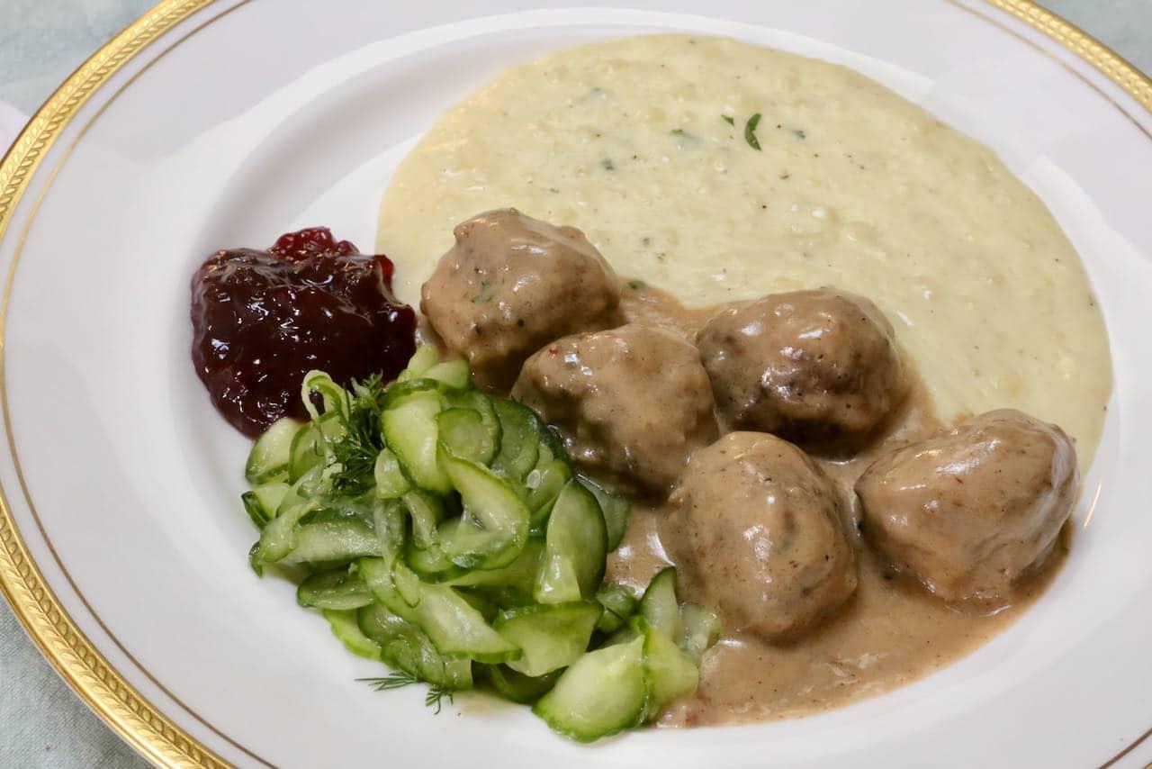 Köttbullar med Gräddsås Swedish Meatballs Recipe