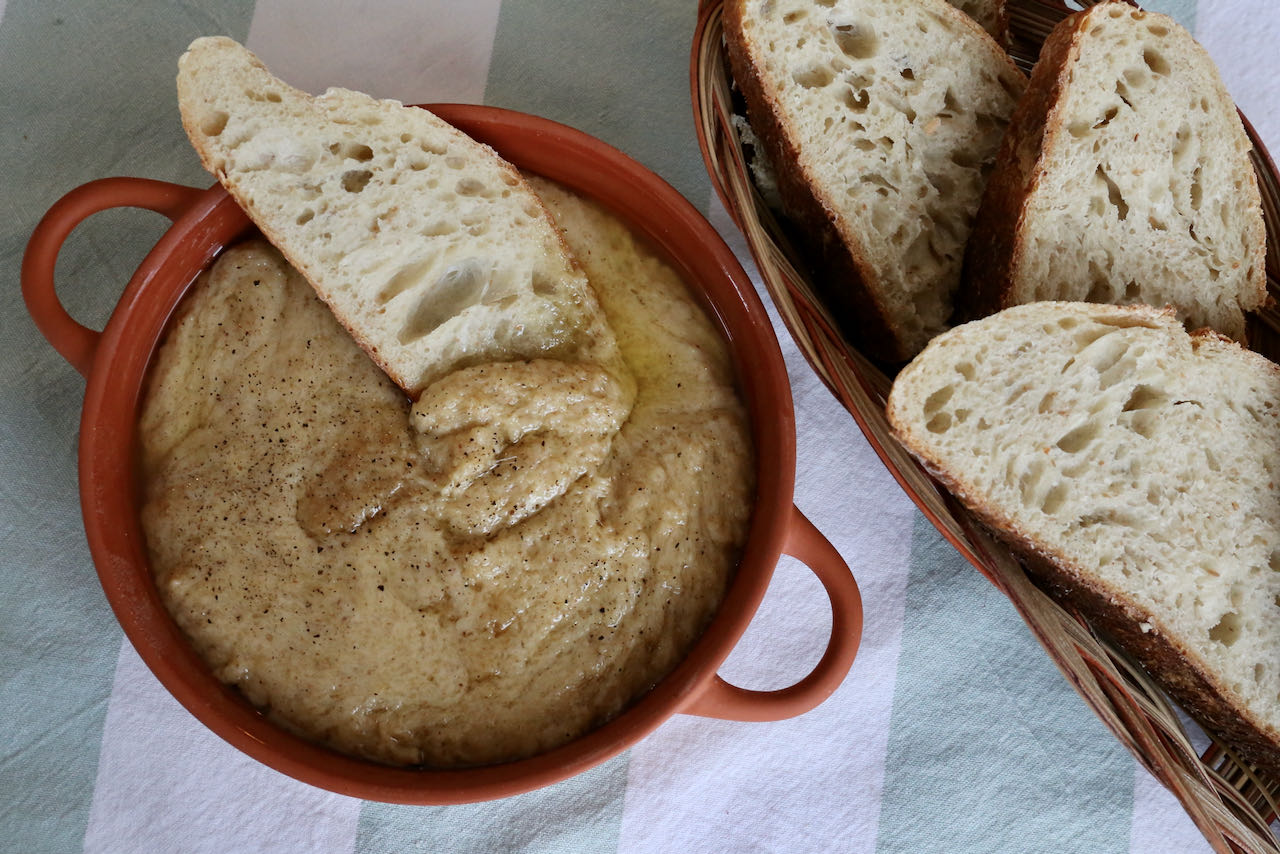 Kuymak Mihlama is a popular Turkish breakfast and brunch dish that is tasty, easy to make and affordable.