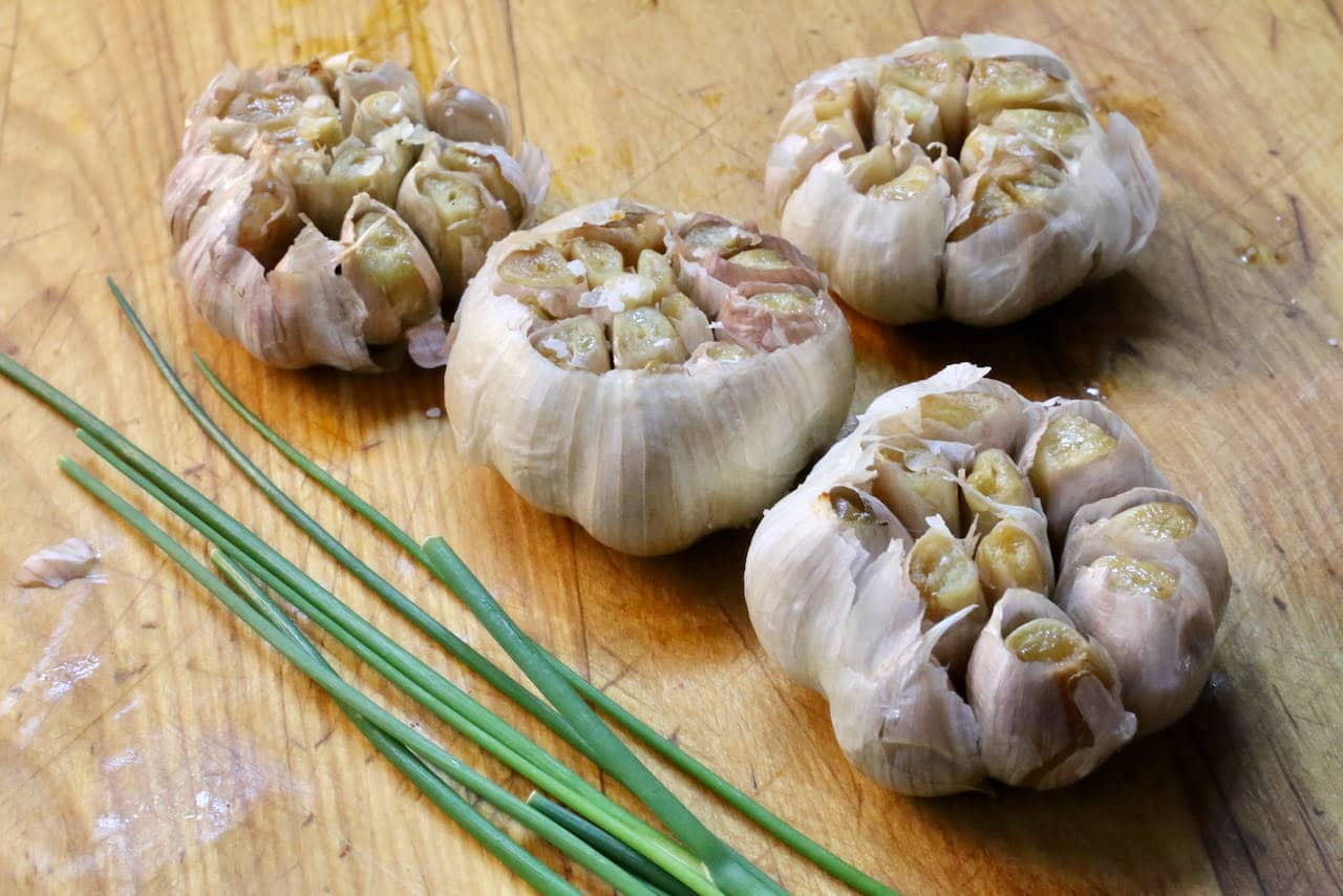 Add flavourings to your roasted garlic in air fryer such as fresh chives, cracked pepper or chili flakes.