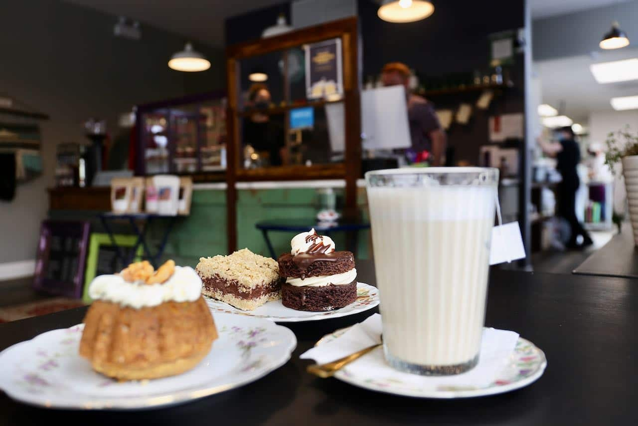 Orillia Restaurants: Eclectic Cafe serves tea, coffee, baked goods and healthy brunch dishes.